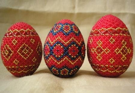 Яйца украшенные бисером