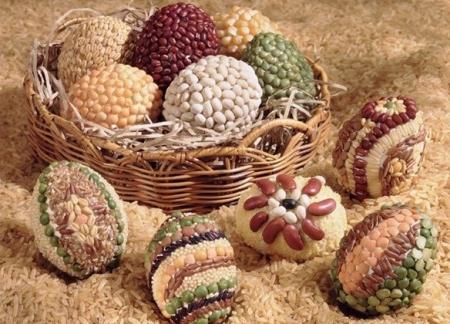 Яйца украшенные крупами